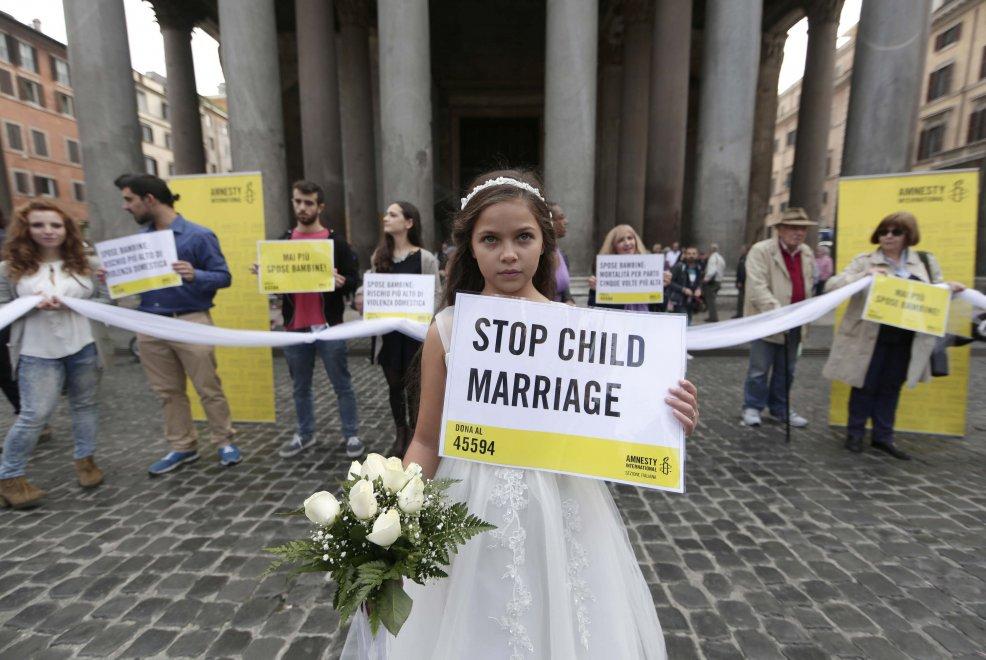 Le spose bambine di ieri e di oggi 1f55a2f5e084