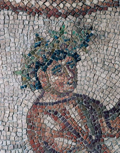 Il Genio della Primavera con una corona di foglie e rose (fonte: domusdeitappetidipietra.it )